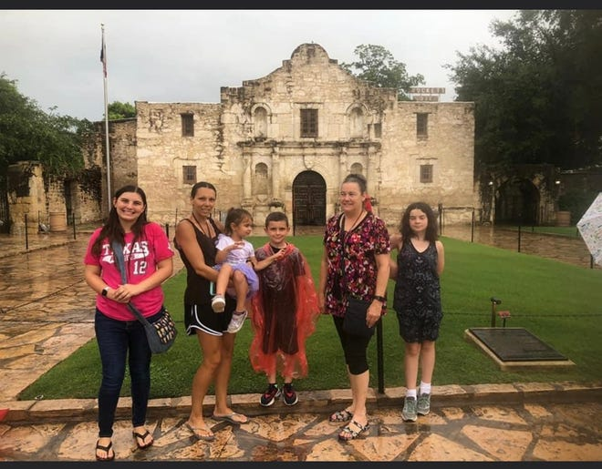 Pictured from left are Kaylee Flanary, Kara Verbeek, Kaitlin Verbeek, Kolton Verbeek, Patti Flanary and Piper Stover in front of the Alamo in San Antonio.