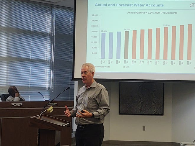 Consultant Dan Jackson speaks before the Sherman City Council Monday night on proposed increases to the city's water and sewer rates.
