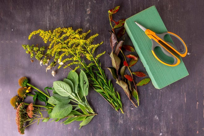 Foraged Floral Arrangement, a workshop, will be presented at Myriad Botanical Gardens on July 31, Aug. 28, and Sept. 25. Details below.
