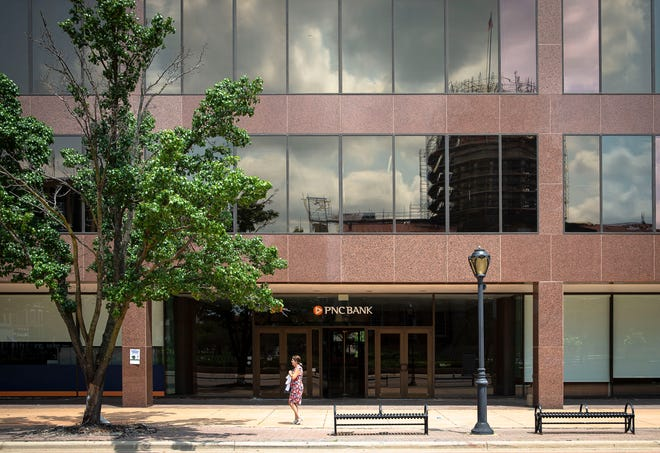 PNC Bank has announced that it will be closing its branch on the first floor of the building located on the north side of the Old State Capitol Plaza in Springfield.