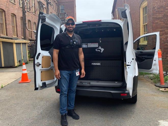 Le copropriétaire de Freshly Baked Company, Phil Smith, porte une caméra corporelle en vue d'effectuer des livraisons pour son entreprise à Taunton le jeudi 8 juillet 2021.