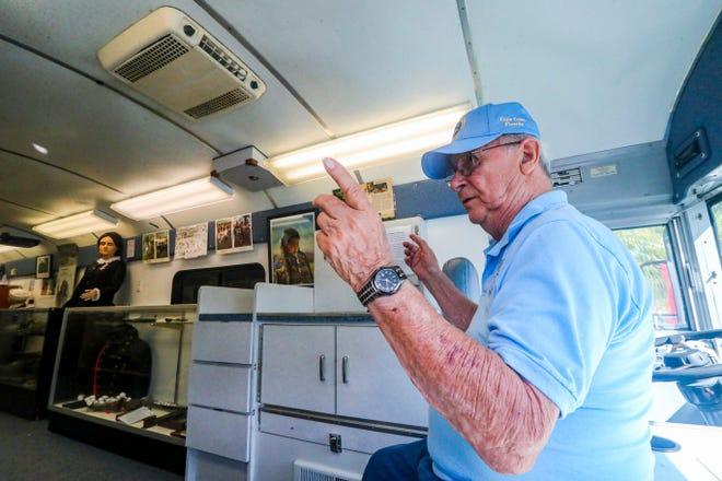 Người sáng lập và Giám đốc điều hành bảo tàng Ralph Santillo đã tham quan chiếc xe buýt mới và các cuộc triển lãm của nó nêu bật các cuộc xung đột từ Nội chiến đến các cuộc chiến tranh Iraq và Afghanistan.  Bảo tàng Quân sự Tây Nam Florida đã chính thức khai trương bảo tàng di động mới của mình vào ngày 29 tháng 7 với sự kiện gây quỹ tại Trung tâm Cấp cao Lake Kennedy.  Chiếc xe buýt đã được tân trang lại — do Collier County Fairgrounds tặng và Humana vẽ — có các cuộc triển lãm quân sự và có sẵn để tham quan các trường học, trại, sự kiện, v.v.