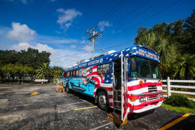 Bảo tàng Quân sự Tây Nam Florida đã chính thức khai trương bảo tàng di động mới của mình vào ngày 29 tháng 7 với sự kiện gây quỹ tại Trung tâm Cấp cao Lake Kennedy.  Chiếc xe buýt đã được tân trang lại — do Collier County Fairgrounds tặng và Humana vẽ — có các cuộc triển lãm quân sự và có sẵn để tham quan các trường học, trại, sự kiện, v.v.  Người sáng lập và Giám đốc điều hành bảo tàng Ralph Santillo đã tham quan chiếc xe buýt mới và các cuộc triển lãm của nó nêu bật các cuộc xung đột từ Nội chiến đến các cuộc chiến tranh Iraq và Afghanistan.