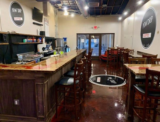 NW Drip Coffee est maintenant ouvert sur Grand Avenue à Phoenix.  L'entreprise a commencé comme un chariot à café à Portland, en Oregon, et a récemment déménagé à Phoenix.