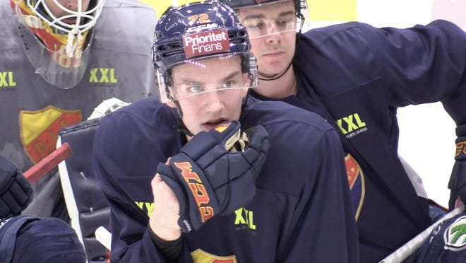 William Eklund is considered by a number of analysts to be the best offensive player in the 2021 NHL draft. The dynamic Swedish forward can play left wing or center and NHL Central Scouting ranks him first among international skaters.