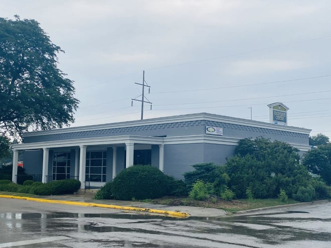 Beefaroo plans to open a restaurant at 1680 N. Alpine Road in Rockford. The site is the former home of Sturtevant's Menswear, which closed in September.