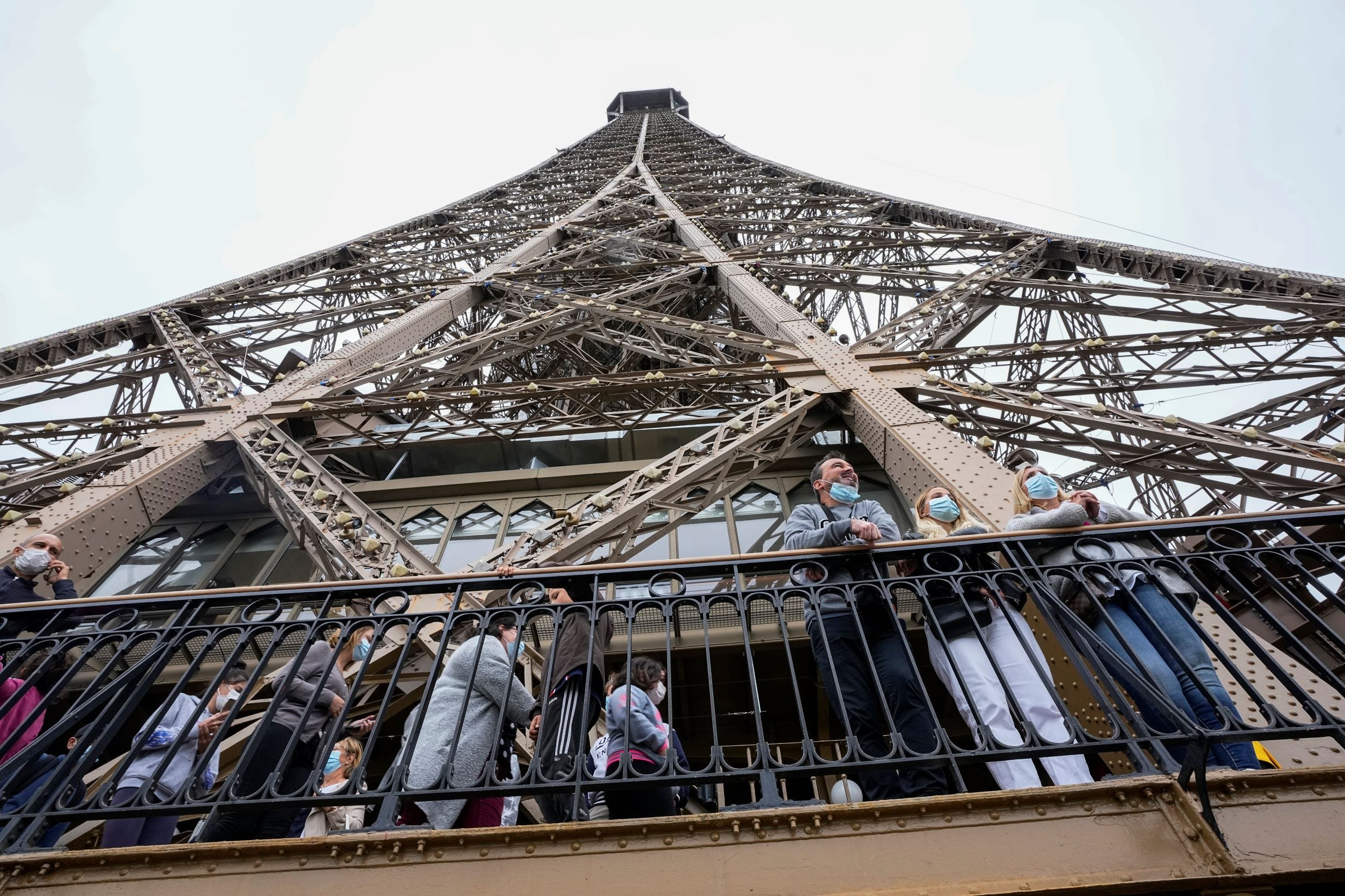 France requires COVID pass for Eiffel Tower, tourist venues 2