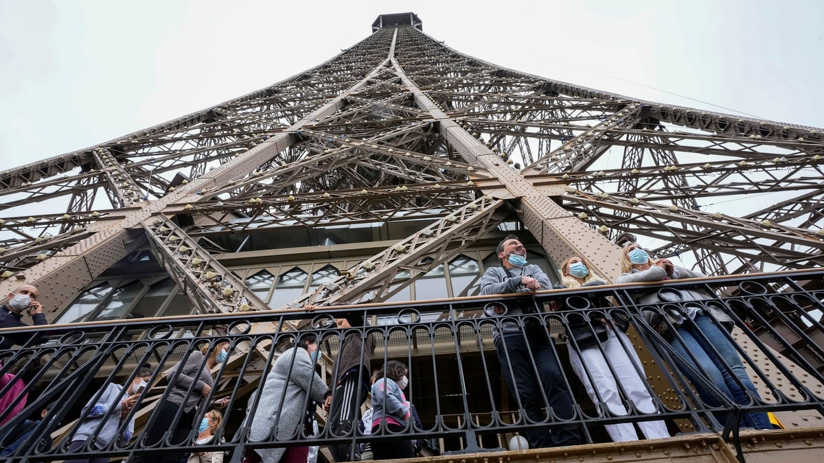 France requires COVID pass for Eiffel Tower, tourist venues 3