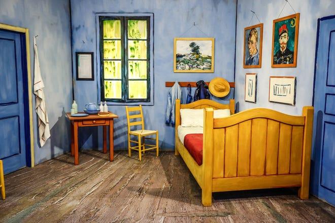 """à l'intérieur """"Le métier à tisser Indianapolis,"""" La galerie immersive Vincent Van Gogh Avec près de 30 000 pieds carrés d'expositions immersives et une nouvelle expérience multisensorielle, les invités peuvent être photographiés dans la salle Van Gogh, le jeudi 22 juillet 2021, à Newfields.  L'exposition ouvre le 27 juillet 2021."""