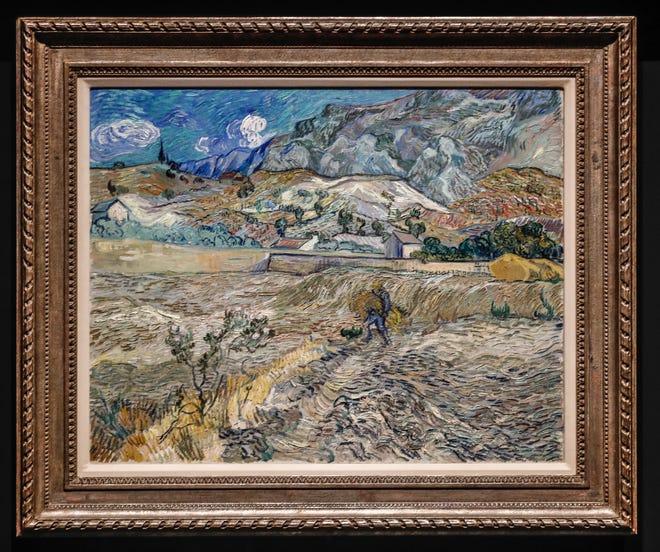 """Le paysage de Vincent van Gogh à Saint-Rémy, 1889, partie de """"Le métier à tisser Indianapolis,"""" La Vincent Van Gogh Immersive Gallery propose près de 30 000 pieds carrés d'expositions immersives et une nouvelle expérience multisensorielle, le jeudi 22 juillet 2021, à Newfields.  L'exposition ouvre le 27 juillet 2021."""