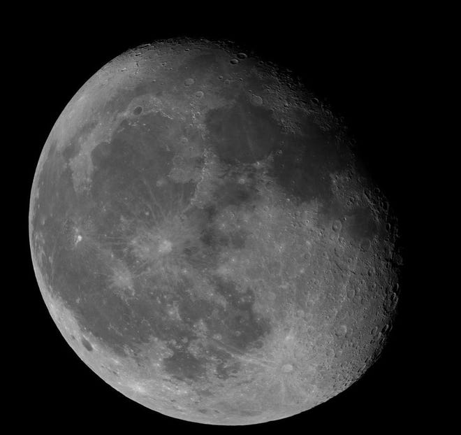 The waning gibbous Moon, after full phase. Licensed under the Creative Commons Attribution-Share Alike 4.0 International license. Pictured by Achituv. (Photo: Wikimedia Commons)