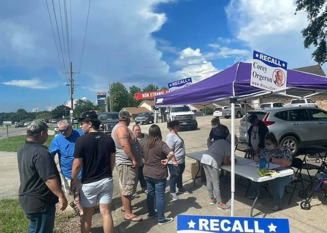 Organizers hold a recall signing event at the Village Market and Deli on July 22.