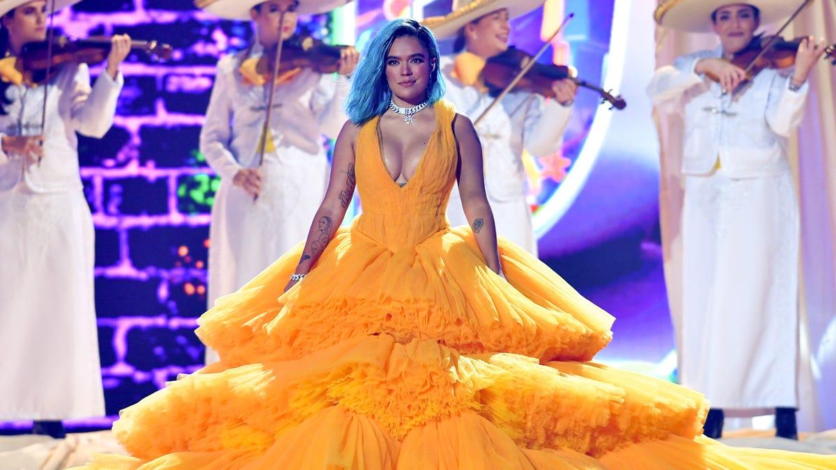 Premios Juventud 2021: Karol G, Sebastián Yatra, Pitbull, Becky G, more stars perform