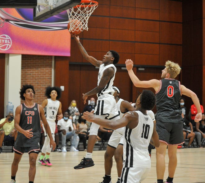 Thomson's Lavonta Ivery, center, goes up for a layup during the 2021 Nike EYBL Peach Jam on Friday, July 23, 2021 at the Augusta Convention Center. [WYNSTON WILCOX/THE AUGUSTA CHRONICLE]