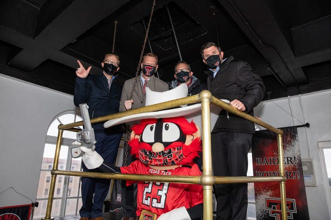 Representatives of the Texas Tech Credit Union pose with Raider Red.