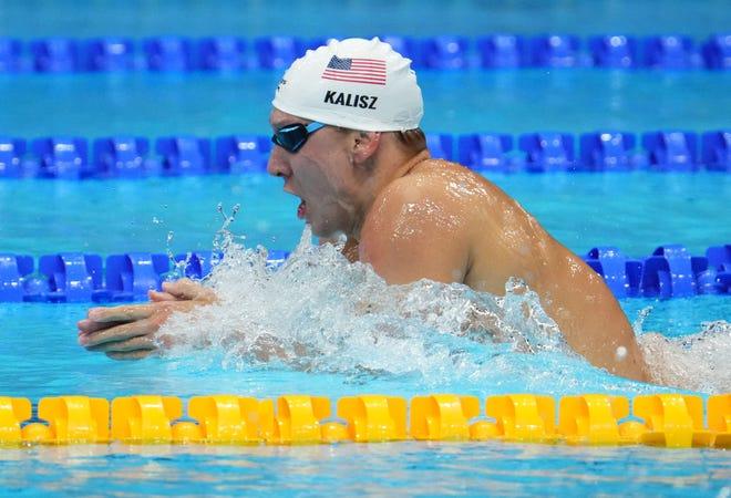 Chase Kalish se abre camino hacia el oro en la final combinada individual masculina de 400 metros en el Centro Acuático de Tokio.