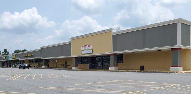 Two Davidson County business partners are opening a family entertainment complex consisting of two businesses in the former Forum gym location on North Talbert Boulevard. The businesses will be called Axehole, and include axe throwing lanes, cornhole, pool tables and a beverage bar; and  Friction Skating Rink, which will also include an arcade.