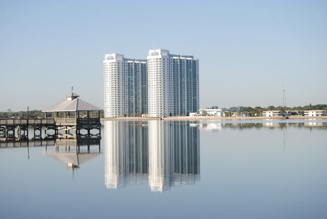 Just minutes from Daytona Beach's best shopping and dining pleasures, Marina Grande offers its residents an array of amenities, including a 24/7 gym, an 18-seat theater, banquet facilities, game room, steam rooms, two pools (one heated) and 24/7 security.