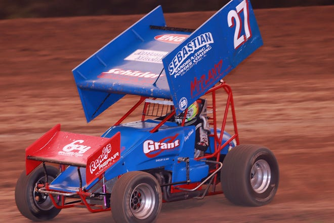 Cody Wehrle, Burlington, got by Daniel Bergquist to take over the lead and went on to win the 305 sprint feature at 34 Raceway Saturday.