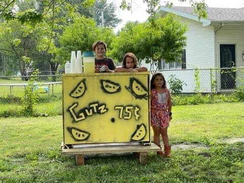 Last week, Wrenna Gutierrez,  along with her brothers, Wade and Waylon Gutierrez helped Marceline residents beat the heat with their lemonade stand.