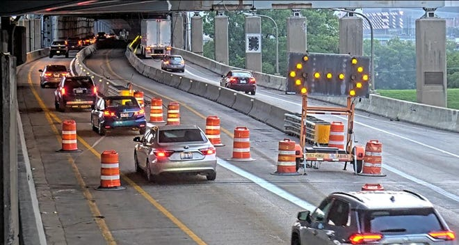 New traffic pattern launched on northbound Brent Spence Bridge on Monday morning. The two center lanes are closed. Northbound traffic in the far left lane will have to proceed onto I-75 north. Drivers in the far right lane will have to go onto I-71 north.