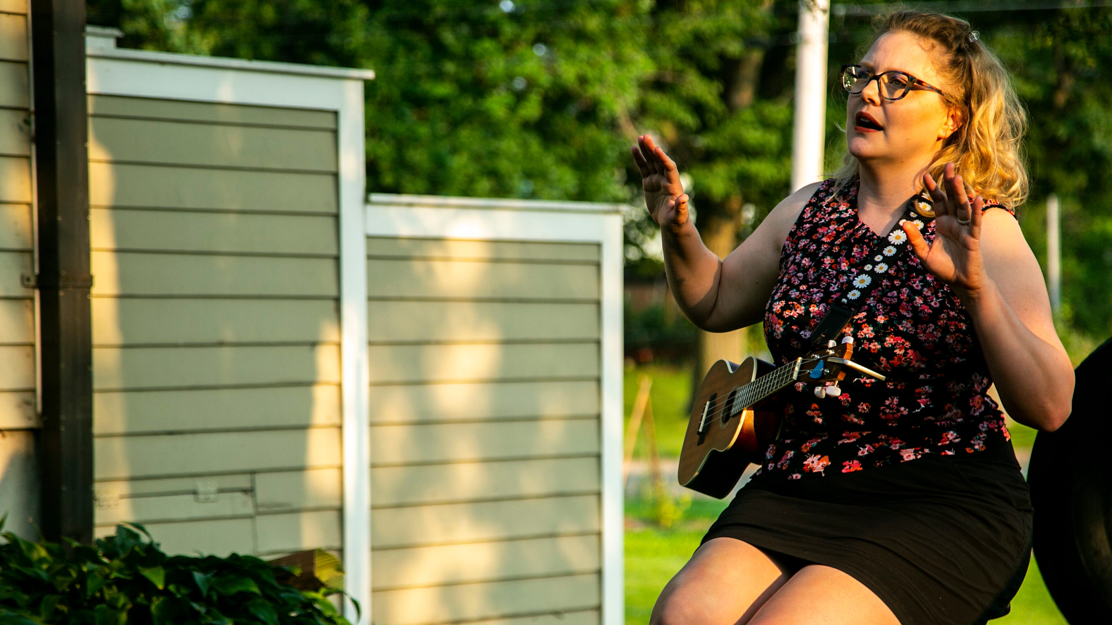 Comedian Megan Gogerty performs COVID-inspired play in Iowa City homes