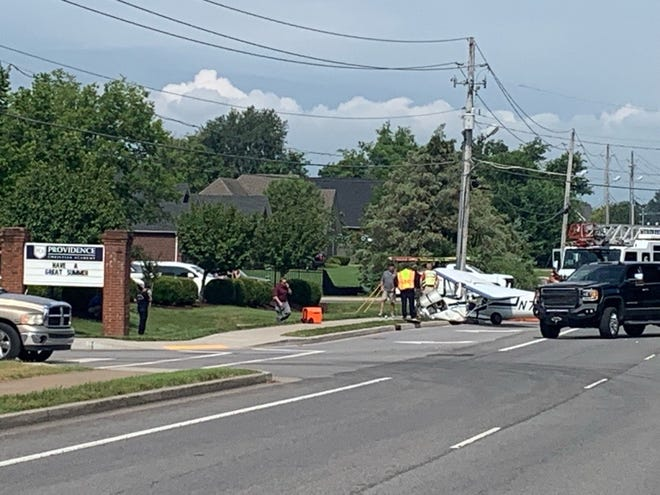 A pilot was hurt after small plane crashed on Dejarnette Lane, the Murfreesboro Police Department said.