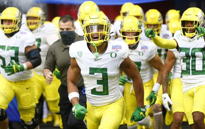 Wide receiver Johnny Johnson III (3) is one of nine returning offensive starters for Oregon, picked No. 12 in the preseason USA Today coaches poll.