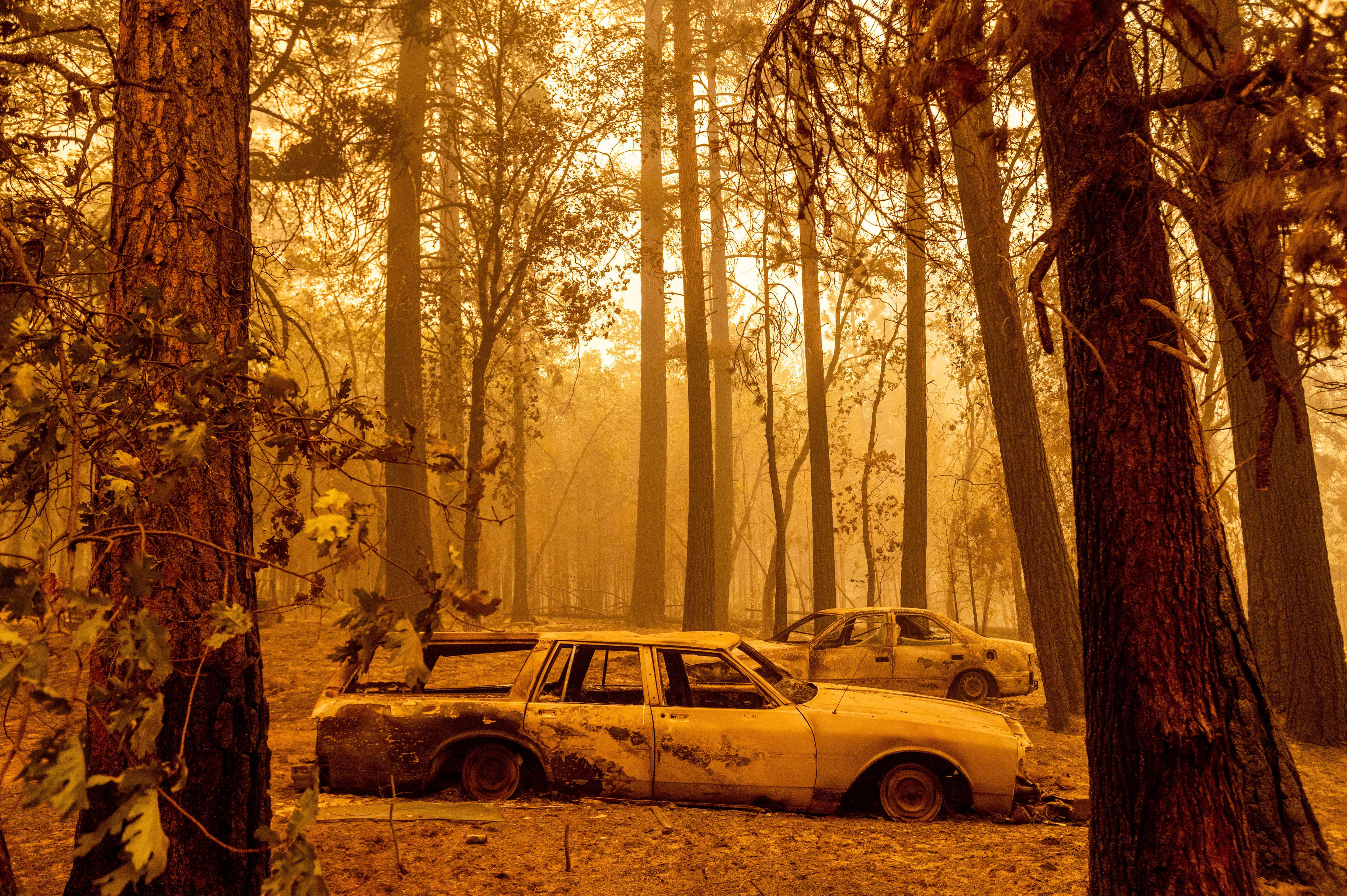Going to be a long haul : Massive Dixie Fire merges with Fly Fire, tears through small town as California burns