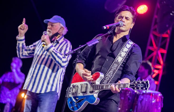 Actor John Stamos, right, performs with the Beach Boys' Mike Love.