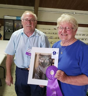 Judge Charles Manthey with Susan and her grand champion photo.