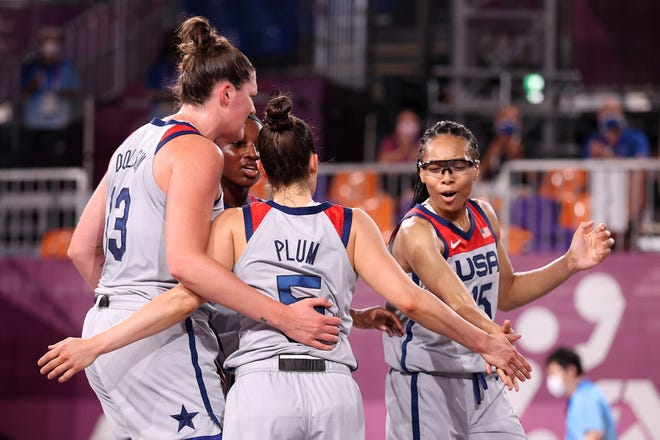 Allisha Gray, Kelsey Plum, Stefanie Dolson and Jacquelyn Young celebrate a win.