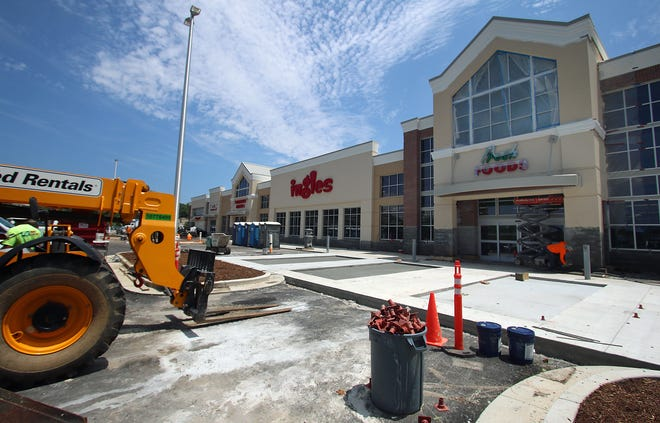 Work continues on the new Ingles on East Dixon Boulevard in Shelby Tuesday afternoon, July 27, 2021.