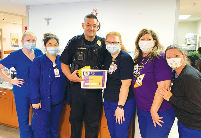 Duane Carpenter of the Gonzales Police Department receives Our Lady of the Lake Ascension's BEE Award.