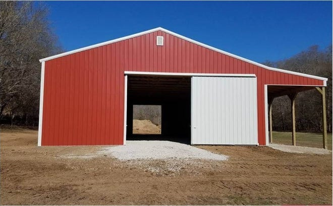 A barn similar to what the Dickson County High School FFA agriculture barn will look like. The DCHS barn will be blue and white.