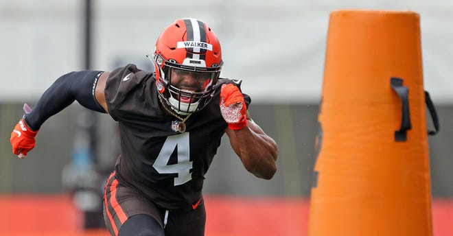 Cleveland Browns linebacker Anthony Walker Jr. participates in a drill during NFL football training camp, Thursday, July 29, 2021, in Berea, Ohio.