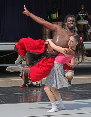 El-drick Aboagye of Djapo Cultural Arts Institute and Emma McBride of Inlet Dance Theatre of Cleveland perform Wednesday at Akron's Joy Park Community Center.