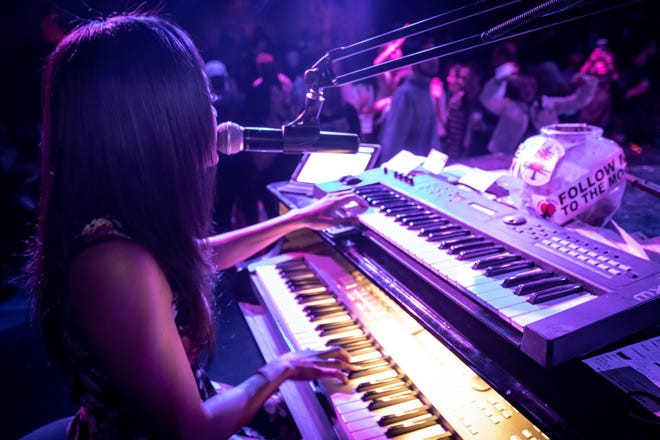 A pianst performs at Howl at the Moon