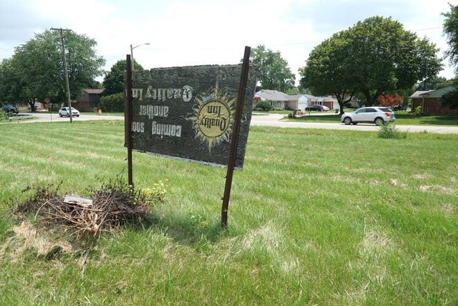 There is a proposal to build a Dairy Queen on this empty parcel of land at 40570 Five Mile, Plymouth, MI.