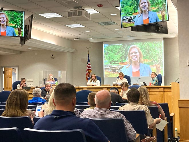 Mayor Andrea Oakes reads the State of the City Address in July 2021.