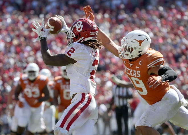 Oct 12, 2019; Dallas, TX, USA; Oklahoma Sooners wide receiver CeeDee Lamb (2) catches a pass and scores a touchdown past Texas Longhorns defensive back Brandon Jones (19) during the second half at the Cotton Bowl. Kevin Jairaj-USA TODAY Sports