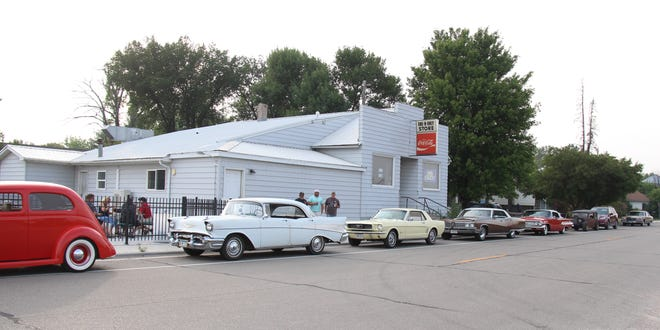 Last Thursday evening a group of Crookston Classic Cruisers cruised to Euclid to visit The One-n-Only.