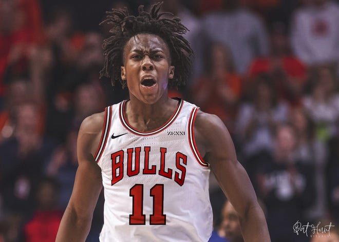 Visual artist Pat Hunt shared this photo illustration of former Illini guard Ayo Dosunmu in a Chicago Bulls uniform, which was making the rounds on Twitter.