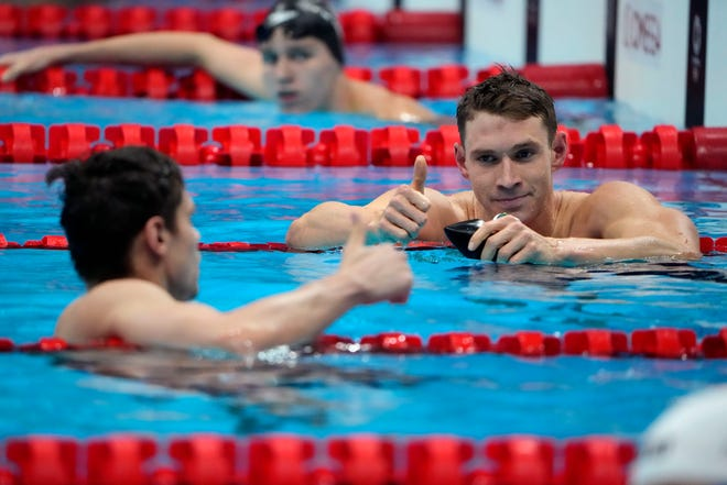 The United States' Ryan Murphy, right, gives a thumbs up to Evgeny Rylov, of Russian Olympic Committee, after Rylov won the men's 200-meter backstroke final.