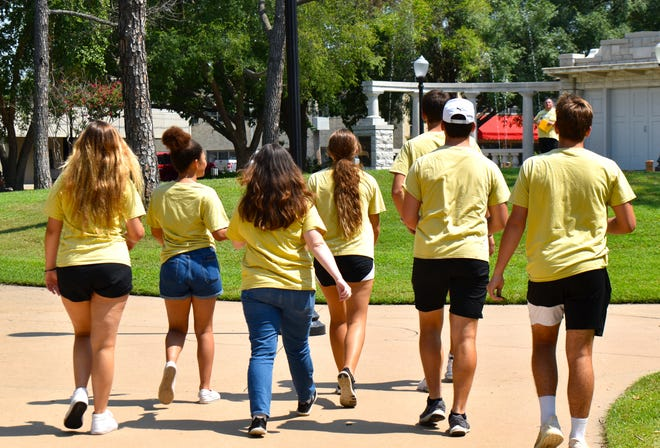 Members of the WIlson High School Senior Beta Club meet with sponsor Johnny Richardson at Central Park in Ardmore to begin a three-day team building challenge Friday, July 30, 2021.
