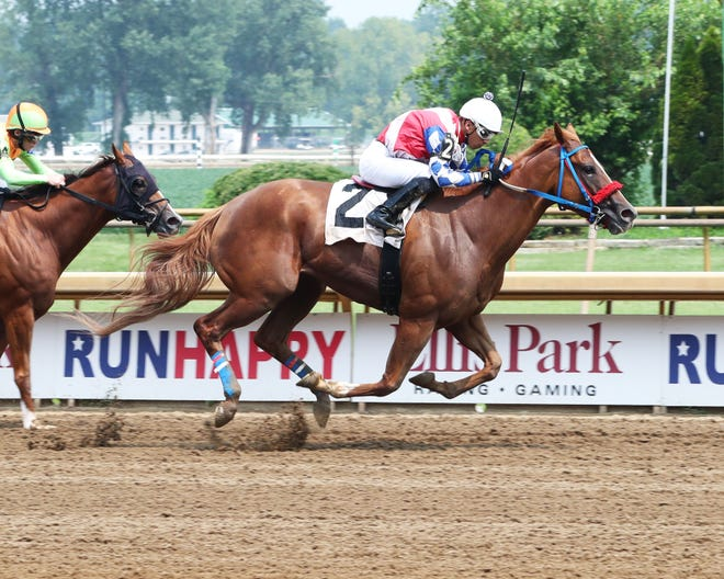 Secretly Wicked winning Friday's $53,000 allowance feature with Javier Padron-Barcenas.