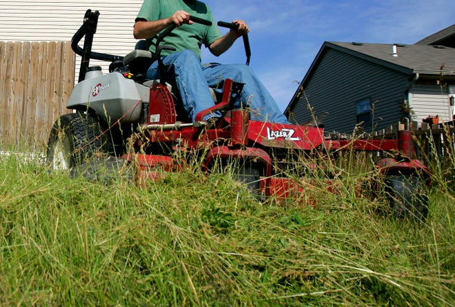 Children injured in incidents involving riding lawnmowers were more likely to needsurgery and stay in the hospital longer than those injured by push mowers, a study from Nationwide Children'sHospital finds.
