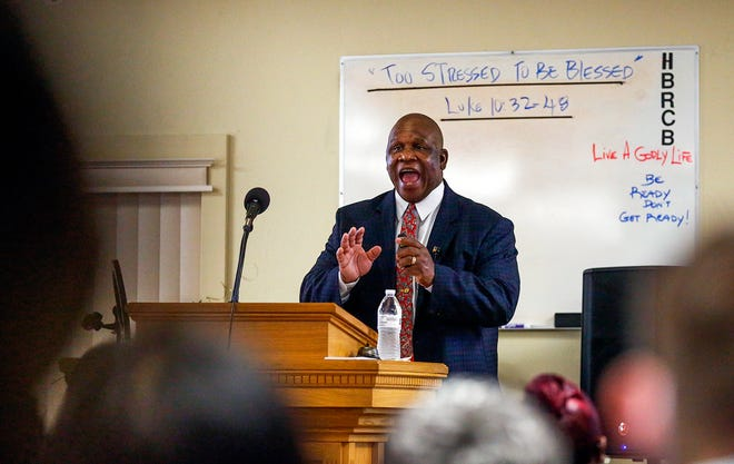 Minister Felton Woods delivers his sermon at Gainesville Church of Christ on Sunday. [Chasity Maynard/Special to The Guardian]