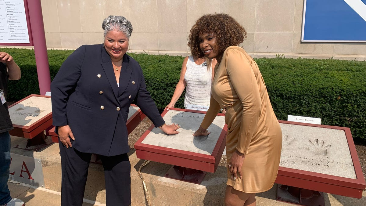 Stars, community members pay respect to Aretha Franklin at Detroit Historical Museum 1