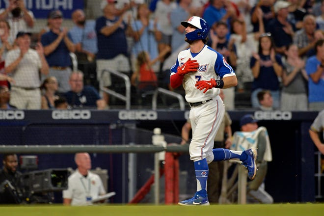 Dansby Swanson of the Braves heads home after hitting a two-run homer against the Brewers in the sixth inning Saturday night. He would add a grand slam in the seventh inning.